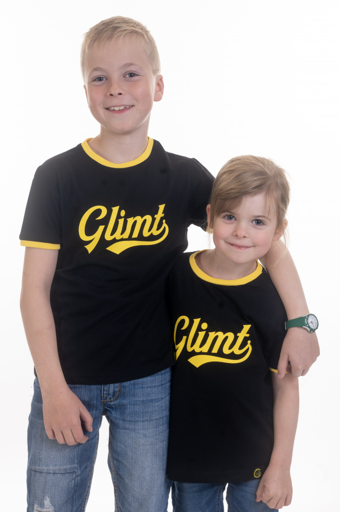 svart t skjorte barn